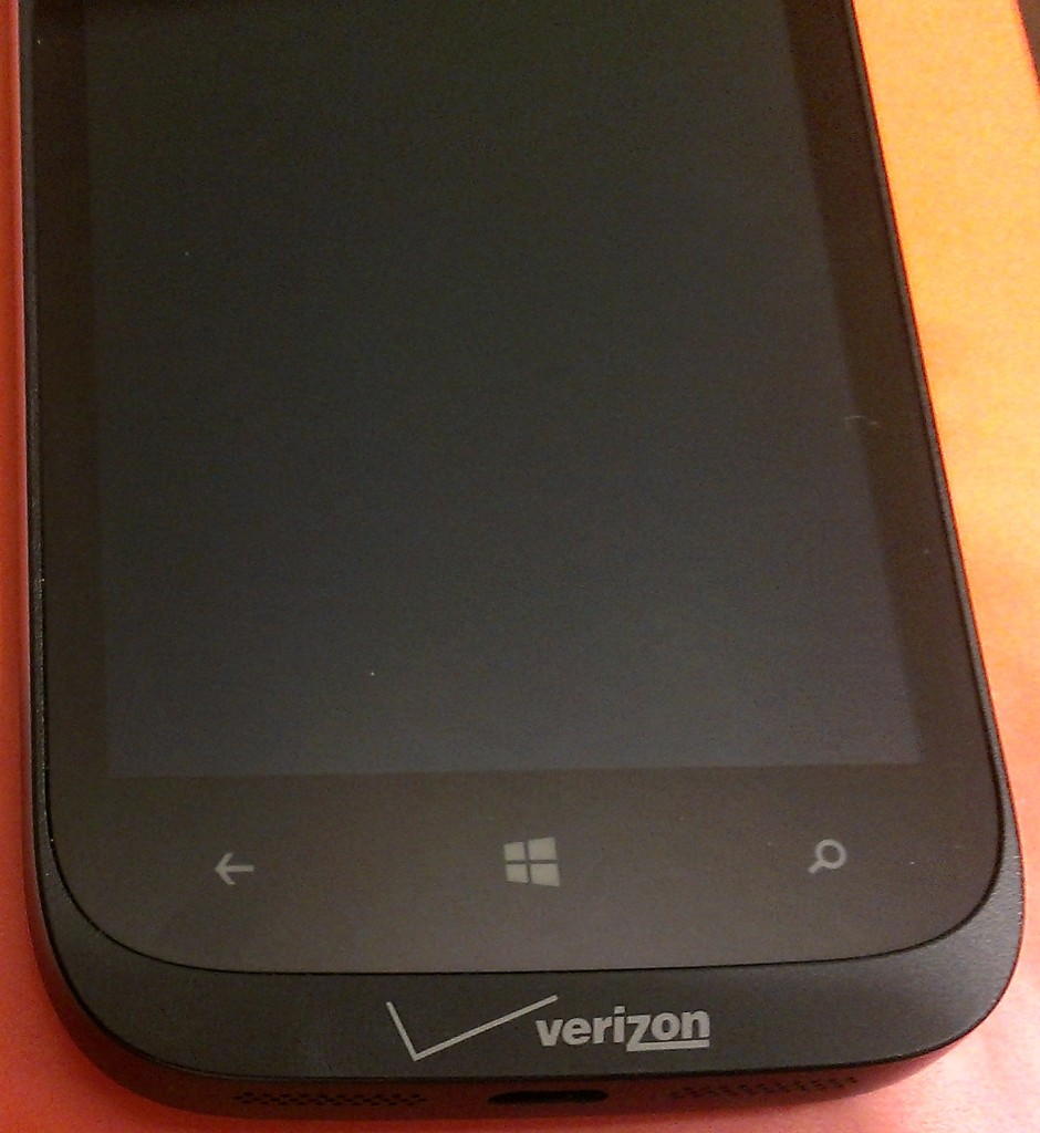 The lip at the bottom of the screen does not look as elegant as the full sheet of glass on the 822's cousin, the 820