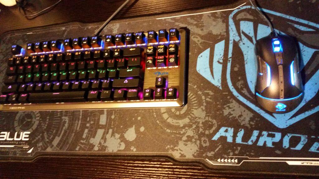 e-blue-auroza-gaming-mousepad-with-mouse